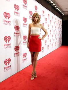 Will Taylor Swift wear her red bikini, Orange bikini or her Orange yellow bikini like a Sports Illustrated swimsuit model because she showed off her red hot and sexy legs by wearing her red and white dress? All About Taylor Swift, Taylor Swift Hot, Las Vegas Outfit, Yellow Bikini, Red Bikini, Red And White Dress, Ethel Kennedy, Swift Photo, Sexy Legs