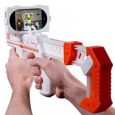 Vous avez toujours eu envie de jouer dans le décor de votre appartement? C'est possible avec ce pistolet pour iphone! Son design proche du pistoler nes ravira vos amis geeks :)
