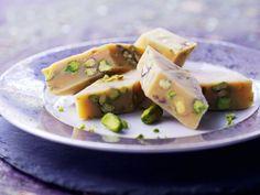 Mandelmilchkonfekt mit Pistazien (Barfi) ist ein Rezept mit frischen Zutaten aus der Kategorie Nüsse. Probieren Sie dieses und weitere Rezepte von EAT SMARTER!