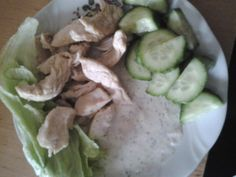 Fried chicken, onion cream with joghurt, lettuce leaves and cucumber