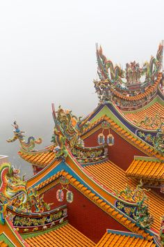 The rooftop of this Buddhist temple features intricate details of dragons painted in vibrant colors. These figures are traditionally used to decorate Chinese imperial roof tops, and it shows influence here towards temple designs. In historic China, the color yellow and the dragon figure is reserved for the emperors only. in Taiwan, such restriction obviously does not apply.