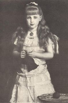 Queen Marie of Romania / The Saturday Evening Post - 16 December 1933 Queen Victoria Family, Victoria And Albert, Princess Alice, English Royalty, Imperial Russia, Ferdinand, Vintage Beauty, Alexandria, Old Pictures