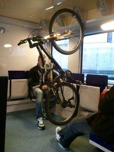 電車の中に自転車置き場/Parking lot for bicycles in train