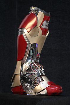 Who is the cunning avenger in marvel cinematic universe. Marvel Heroes, Captain Marvel, Marvel Dc, Marvel Comics, Spiderman Lego, Hulk, Iron Man Cosplay, Iron Man Art, Iron Man Wallpaper