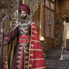 How the 'Aladdin' costumes were created A whole new wardrobe: How Aladdin's costumes were created Jafar Costume, Aladdin Costume, Jasmine Costume, Aladdin Musical, Aladdin Live, Aladdin Cast, Couples Cosplay, Disney Jasmine, Modern Princess