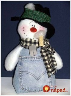 snowman crafts - LOVE this little guy! You can do a military themed one by using old BDUs too Sock Snowman, Snowman Crafts, Christmas Projects, Christmas And New Year, All Things Christmas, Winter Christmas, Holiday Crafts, Snowman Wreath, Christmas Snowman