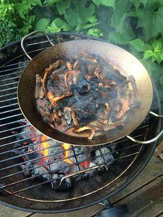 Eisenpfanne auf dem Grill