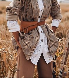Paris Street Styles 38351034314595851 - Une idée de look trendy + tendances actuelles — another way of style Source by fbaroan Blazer Outfit, Look Blazer, Mode Chic, Mode Style, Womens Fashion Online, Latest Fashion For Women, Fashion Week, Winter Fashion, Fashion Trends