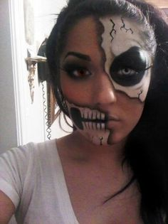 maquiagem halloween - make up halloween - diy makeup - Half Face Halloween Makeup, Halloween Kostüm, Holidays Halloween, Halloween Costumes, Pretty Halloween, Half Face Makeup, Skeleton Costumes, Halloween Painting, Vintage Halloween