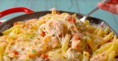 Garlicky Shrimp Alfredo Bake is full of all your favorite flavors. Shrimp Dishes, Shrimp Recipes, Fish Recipes, Great Recipes, Favorite Recipes, Recipies, Tasty Videos, Food Videos, Garlicky Shrimp