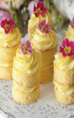 Buttercream Cakes Lemon Buttercream Cakes: Afternoon tea just isn't complete without cake, and these Lemon Buttercream Cakes are the perfect ending to a lovely tea.Lemon Buttercream Cakes: Afternoon tea just isn't complete without cake, and these Lemon B Lemon Curd Dessert, Afternoon Tea Recipes, Afternoon Tea Parties, Afternoon Tea Cakes, Sandwiches For Afternoon Tea, Afternoon Tea Baby Shower, Tea Time Recipes, Tea Sandwiches, Finger Sandwiches