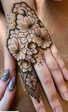 30 Lotus Mehndi Designs For Your Gorgeous Henna Design Pretty Henna Designs, Floral Henna Designs, Latest Bridal Mehndi Designs, Wedding Henna Designs, Mehndi Designs For Girls, Modern Mehndi Designs, Mehndi Design Photos, Mehndi Designs For Fingers, Latest Mehndi Designs