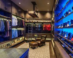 ♥ Ankleidezimmer mi Holzmöbeln und offenen Wandregalen einrichten