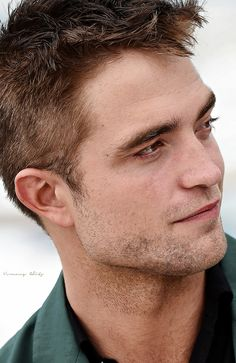 CANNES - May 18th, 2014 - The Rover photocall - You cute 28-year old thang!!!! ;)