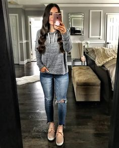 43 Casual Fall Outfit Ideas with Cardigan and Ripped Jeans - Artbrid - Casual Weekend Outfit, Casual Fall Outfits, Fall Winter Outfits, Stylish Outfits, Spring Outfits, Green Cardigan Outfit, Outfits With Grey Cardigan, Grey Outfit, Sweatshirt Outfit