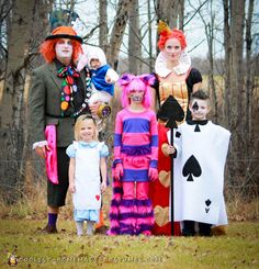 Take a look at these homemade Alice in Wonderland Group costume ideas submitted to our annual Halloween Costume Contest. You'll also find loads of homemade costume ideas and DIY Halloween costume inspiration. Disney Family Costumes, Family Halloween Costumes, Cat Costumes, Couple Halloween, Fall Halloween, Homemade Halloween, Disney Halloween, Costume Original, Halloween Parties