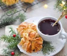 Paszteciki z kapustą kiszoną,  grzybami i wędzoną śliwką Chocolate Fondue, Desserts, Food, Tailgate Desserts, Deserts, Essen, Postres, Meals, Dessert