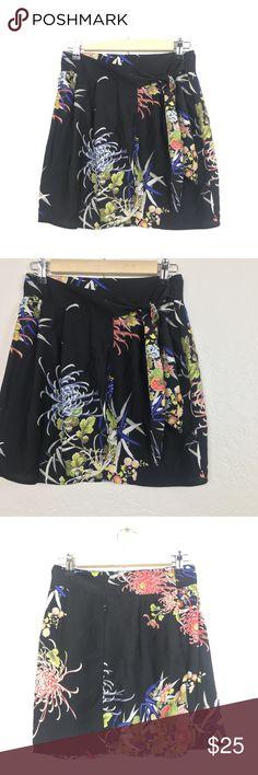 ZARA Floral Wrap Sarong Mini Skirt ZARA skirt, women's size XS. So cute, the perfect mini with a lovely crysanthemum print. 🌺☀️ Zara Skirts Mini