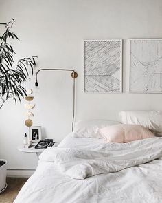 Prediction: These 6 All-White Bedroom Ideas Will Make Minimalists Swoon - Room Decoration Minimal Bedroom, Stylish Bedroom, Modern Bedroom, White Bedroom Walls, Bedroom Frames, Bed Frames, Large Bedroom, Decoration Bedroom, Home Decor Bedroom