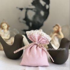 Miss gibi lavanta keselerimizi ister çeyizlerinizin içine koyun,isterseniz söz,nişan hediyesi olarak verin,ister bebek mevlüdü için tercih sizin 🧚🏻♀️ Baby Shoes, Kids, Clothes, Fashion, Young Children, Outfits, Moda, Boys, Clothing