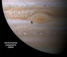 Mas vamos falar sobre os planetas. Esta pequena mancha verde é o tamanho da América do Norte em Júpiter.