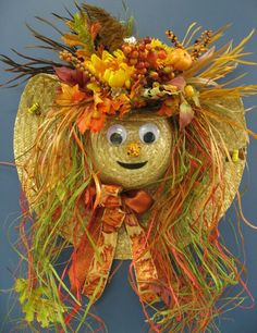 Fall Scarecrow wreath made from a straw hat Thanksgiving Wreaths, Autumn Wreaths, Holiday Wreaths, Wreath Fall, Door Wreath, Casa Halloween, Halloween Crafts, Autumn Crafts, Holiday Crafts