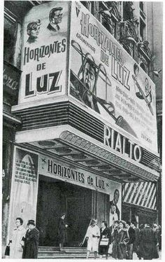 Cine Rialto en La Gran Vía Retro Pictures, Old Pictures, Best Hotels In Madrid, Foto Madrid, Madrid Travel, Model Ships, Andalucia, Best Cities, Movie Theater