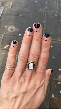 Dots on nails and rings | Inspiring Ladies