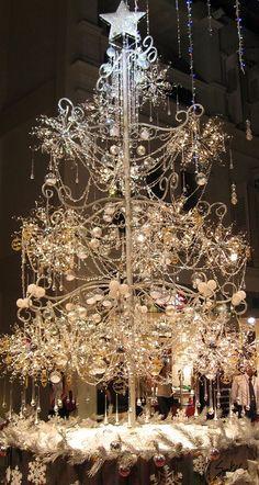 Elegant Crystal Christmas Tree by shelley Beautiful Christmas Trees, Christmas Tree Themes, Elegant Christmas, Noel Christmas, Xmas Tree, Christmas Lights, Christmas Crafts, Silver Christmas, Christmas Inspiration