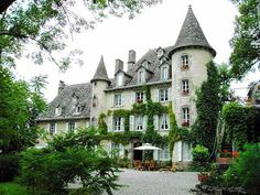 Big enough to be someones castle...I am totally in love with this house.... Would move in today if I could! ****