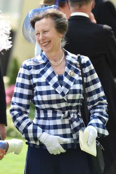 Princess Anne, the Princess Royal attends Royal Ascot 2017 at Ascot Racecourse on June 2017 in Ascot, England. Princess Dress Up, Royal Princess, Victoria Reign, Queen Victoria, Princesa Anne, Queen 90th Birthday, Lady Ann, Prince William And Catherine, Gingham