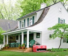 Instantly increase your home's value by replacing ugly or damaged siding.