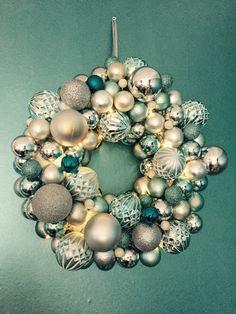 Kerstkrans met ballen