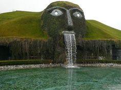 L'equilibrio e l'armonia dell'acqua incanalata e organizzata dalla mano dell'uomo. Se a questo si unisce l'architettura di luci e sculture, il risultato sarà una splendida fontana, esempio dell'incontro tra arte e ingegno idraulico. In questa gallery raccog