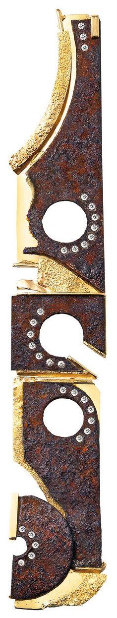 Thierry Vendome Live: Pendentif Les Temps Modernes. Rouille, or jaune et diamants. Pendant Modern Times. Rust, yellow gold and diamonds.