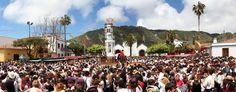 A ilha oferece uma série de atividades culturais e esportivas o ano  inteiro, mas para se ter uma idéia de como vivem os nativos do arquipélago,  visitar Tenerife durante a época festiva é uma boa maneira de conhecer a  cultura local. ICCE