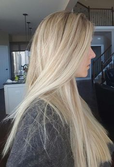 Amazing Blond Balayage Hair Colors For Long Hair In 2019 - Page 4 of 35 - Dazhimen Blonde Hair With Bangs, Light Blonde Hair, Blonde Hair Looks, Blonde Hair With Highlights, Brown Blonde Hair, Platinum Blonde Hair, Blonde Color, Blonde Balayage, Highlighted Blonde Hair