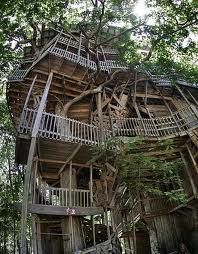 Worlds largest tree house in crossville, tn