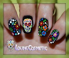 Diseños de uñas de calaveras mexicanas Get Nails, How To Do Nails, Hair And Nails, Mexican Nails, Nails 2014, Halloween Nail Art, Flower Nails, Creative Nails, Holiday Nails