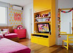 Quarto de criança combina amarelo, rosa e madeira   Minha Casa