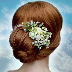 Svatební+spona+ivory+květinová+Originální+svatební+spona+vhodná+k+ozdobení+svatebního+účesu,+kombinace+perliček+a+korálků,+sponu+lze+velmi+variabilně+natvarovat+do+svatebního+účesu.+Rozměry:+22+/+10+cm+Barva:++bílá,+zelená+