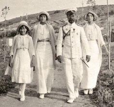 Государь Император НиколайII с дочерьми Анастасией , Татьяной и Ольгой Крым 1913 г.