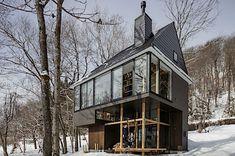 Jednou ze zajímavostí domu je prostup jeho kostry z interiéru do exteriéru.