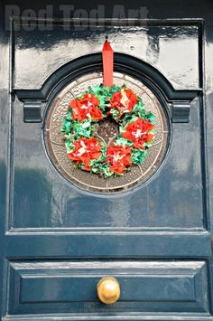How to Make a Rag Rug Wreath - oh my.. how I love that you can make something from those very old clothes that are not even good enough for the charity shop! Don't these rag wreathes look AMAZING!