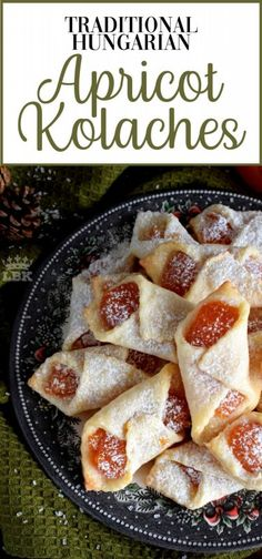 Traditional Hungarian Apricot Kolaches Traditional Hungarian Kolaches are cookies made with cream cheese dough and filled with apricot jam; they are very common at Christmastime. Single Serve Desserts, Desserts For A Crowd, Great Desserts, Party Desserts, Delicious Desserts, Yummy Food, Hot Fudge Cake, Hot Chocolate Fudge, Fudge Recipes