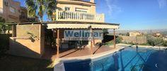 Descubre este chalet pareado en venta de 380m2 con jardín y piscina propios y que cuenta con garaje cerrado a pie de calle.