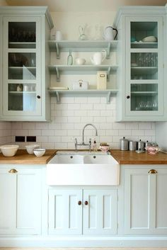 Kitchen Remodel Ideas Farmhouse Sink and Subtle Color Kitchen - Cottage kitchen decorating ideas show you how to bring coziness, charm and country to your home. Find the best designs! Devol Kitchens, Small Kitchen, Kitchen Remodel, Kitchen Decor, Kitchen Remodel Small, Kitchen Redo, Home Kitchens, Farmhouse Kitchen Design, Kitchen Design