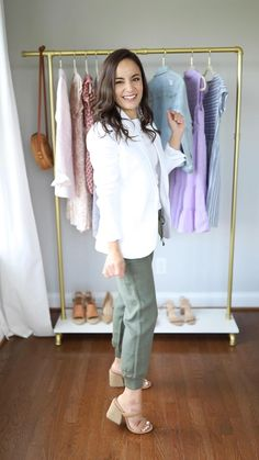 Women Jeans Outfit Mountain Trousers Chunky Turtleneck Sweater Satin Trousers Womens Dress Trousers Side Stripe Trousers Womens Jeans And Heels Outfit – azalearlily Summer Work Outfits, Casual Work Outfits, Business Casual Outfits, Summer Outfits Women, Chic Outfits, Spring Outfits, Casual Shorts, J Crew Outfits, Outfit Summer