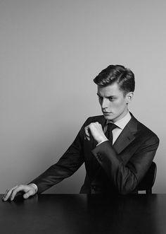 Janis Ancens - Ermenegildo Zegna A/W Catalogue Business Portrait, Character Inspiration, Style Inspiration, Male Poses, Suit And Tie, Gentleman Style, Pretty Boys, Men's Fashion, Handsome
