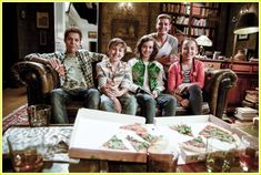 'Hunter Street' Exclusive - Watch A Clip From the New Nickelodeon Mystery Show! : Photo Hunter Street is about the become your favorite new show - and we have an exclusive clip to share from the new Nickelodeon series! Hunter Street, Mystery Show, The Cw Shows, Tom Holland, Favorite Tv Shows, Movie Tv, Photo Galleries, Nostalgia, Teen